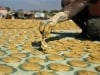 Người dân Haiti ăn bánh làm từ bùn đất