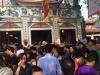 Đầu năm hàng nghìn người chen chân đi lễ Phủ Tây Hồ cầu tài lộc