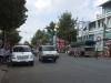 Cảnh sát hộ tống đoàn xe cứu thương chở hơn 300 bệnh nhi