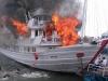 Hiện trường vụ tàu du lịch bốc cháy dữ dội ở cảng Tuần Châu