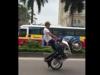 Video: Rùng mình quái xế không đội mũ bảo hiểm đánh võng, bốc đầu