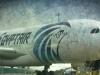 Khói bốc lên gần buồng lái máy bay Ai Cập trước khi rơi