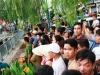 Hàng trăm người dân xem vớt thi thể người đàn ông nhảy kênh Nhiêu Lộc