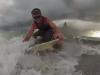 Video: Ngư dân bắt được cá mập đầu búa dài 4m