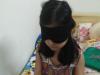 Hà Nội: Bé gái bịt kín mắt vẫn đọc truyện vanh vách, phân biệt đủ màu