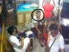 Video: Nam thanh niên dàn cảnh trộm tiền trong cửa hàng cá cảnh