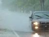 Đi ôtô dưới trời mưa có bị sét đánh không?