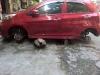 Kia Morning đỗ vỉa hè sau 1 đêm bị trộm 'vặt' sạch cả 4 bánh xe