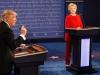 Toàn cảnh cuộc đối đầu nảy lửa giữa Trump và Clinton