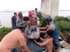 Giải cứu người đàn ông nhảy cầu Rạch Miễu tự tử không chết