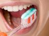 Sử dụng kem đánh răng làm trắng răng đúng cách