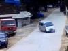 Thót tim pha thoát chết của xe máy trước đầu ôtô