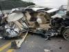 Va chạm với xe tải, xe Lexus 570 bị 'vò nát' trên cao tốc