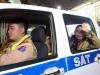 Đêm 30, CSGT vẫn dùng xe riêng đưa người dân về tận quê ăn Tết