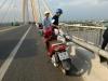 Để lại xe máy, cô gái lao mình xuống sông tự tử