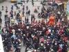 Video: Người dân Hà Nội đổ xô ra đường xem 'kiệu bay