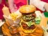 Đấu giá thành công bánh burger 10.000 USD tại Dubai