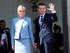 Tổng thống Pháp mặc vest bình dân, vợ mặc đồ đi mượn trong lễ nhậm chức