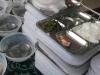 Tranh cãi về bữa trưa của học sinh tiểu học chỉ có 1 miếng cá và rau muống
