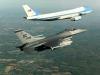 Cả phi đội máy bay 'khủng' hộ tống tổng thống Mỹ công du nước ngoài