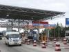 Tài xế dùng tiền lẻ qua trạm thu phí BOT Phước Tượng – Phú Gia tỉnh Thừa Thiên - Huế