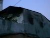 Cháy nhà kèm tiếng nổ lớn, nhiều người nhảy xuống mương nước vì không có lối thoát hiểm