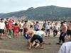 Bơi ra cứu vợ đang mang thai, chồng bị sóng biển nhấn chìm