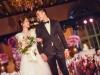 Hình ảnh cô dâu Chung Hân Đồng cười rạng rỡ trong đám cưới cùng hôn phu kém tuổi khiến fan rưng rưng vì xúc động