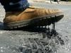 Nắng nóng gay gắt kéo dài khiến nhiều tuyến đường ở Hà Tĩnh chảy nhựa