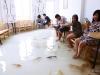 Chủ quán cafe Sài Gòn cho khách cởi giày, ngâm chân dưới hồ cá: 'Có nội quy cho khách, chúng tôi còn cử 8 nhân viên túc trực 24/24 theo dõi cá'