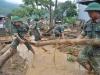 Hàng trăm cán bộ chiến sĩ quân đội ứng cứu dọn dẹp tại ngôi làng bị lũ quét tại Yên Bái
