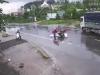 Va chạm với xe máy ở tốc độ cao, 3 thanh niên bị xe tải tông văng chục mét, 2 người chết