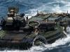 Xe bọc thép nặng 37 tấn của thủy quân lục chiến Mỹ khoe kỹ năng bơi lội
