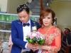 Bị người làm loạn đám cưới 'tố' không dám mời con gái, cô dâu 61 tuổi lên tiếng