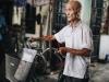 """Cụ ông 85 tuổi ở Hà Nội ngày ngày đạp xe đến giảng đường: """"Tôi đi học với các cháu để thỏa mãn giấc mơ ấp ủ bao năm"""""""