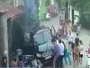 Ô tô mất lái lao vào đám đông, húc văng nhiều người ở Hà Nội
