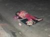 Xúc động hình ảnh bé gái 'ăn xin' nằm ngủ trên vỉa hè giữa đêm lạnh
