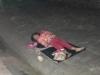 Bé gái 5 tuổi ăn xin ngủ trên vỉa hè trong đêm: Không để bé bị lạm dụng đi nuôi gia đình