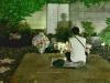 Hình ảnh So Ji Sub lặng người trước mộ của Park Yong Ha gây xúc động