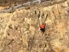 Thanh niên tay không leo núi thoát chết hi hữu khi ngã từ độ cao gần 30m