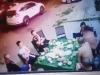 Hơn 20 côn đồ hung hãn vung dao chém nhóm người đang ngồi nhậu trước hiệu cầm đồ