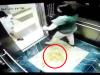 Để lại chất lỏng 'lạ' trong thang máy, 2 quý bà khiến dân mạng phẫn nộ