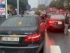 Vụ 2 'xế sang' Mercedes trùng BKS chạm mặt nhau ở Hà Nội: Chủ xe đeo biển giả bị xử lý thế nào?