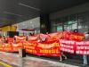 Nhà Nam Từ Liêm nhưng lừa bán Cầu Giấy: Cư dân tiếp tục mang băng rôn diễu phố đòi chủ đầu tư đối thoại