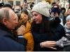 Tổng thống Putin được cô gái Nga cầu hôn trên đường phố