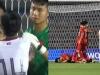 Cầu thủ Campuchia ức chế, đấm thẳng vào mặt Thành Chung