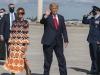 Khoảnh khắc bà Melania mặt lạnh băng, bỏ mặc Trump, phớt lờ truyền thông ngay khi rời Nhà Trắng
