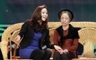 Thúy Nga về nước tiếp tục diễn vai bà già tại Gala Cười