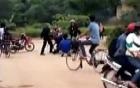 Điểm tin nóng ngày 8/4: Cảnh sát cơ động đánh, bắt người vi phạm quỳ xuống đường?...
