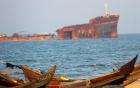 Tàu cao tốc bị chìm, 3.000 lít dầu tràn ra biển 9